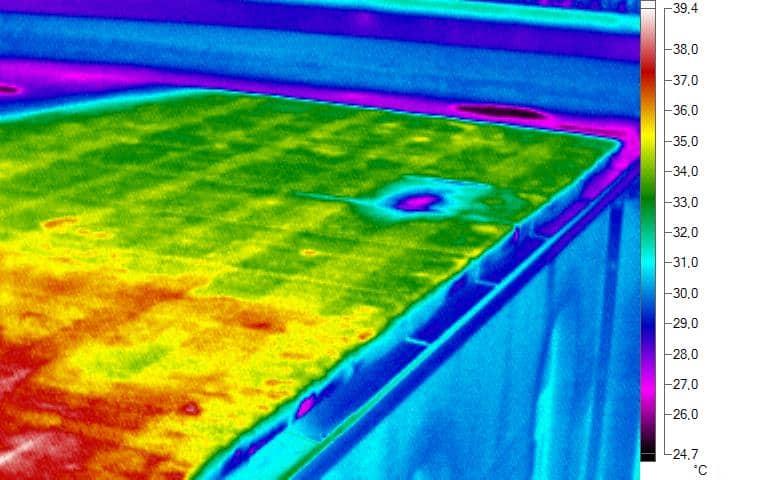 Figura 3 Infiltrazione di acqua in tetti piani (transitorio termico)